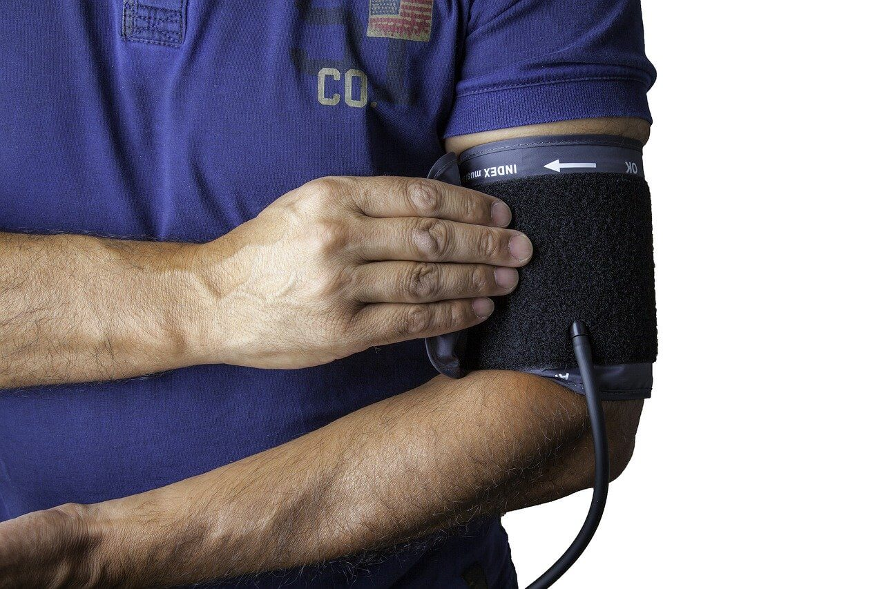 man meausring blood pressure with best blood plessure monitors availble in india